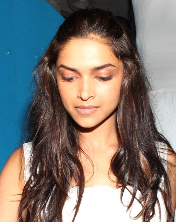 Deepika Padukone Without Makeup Pictures   01