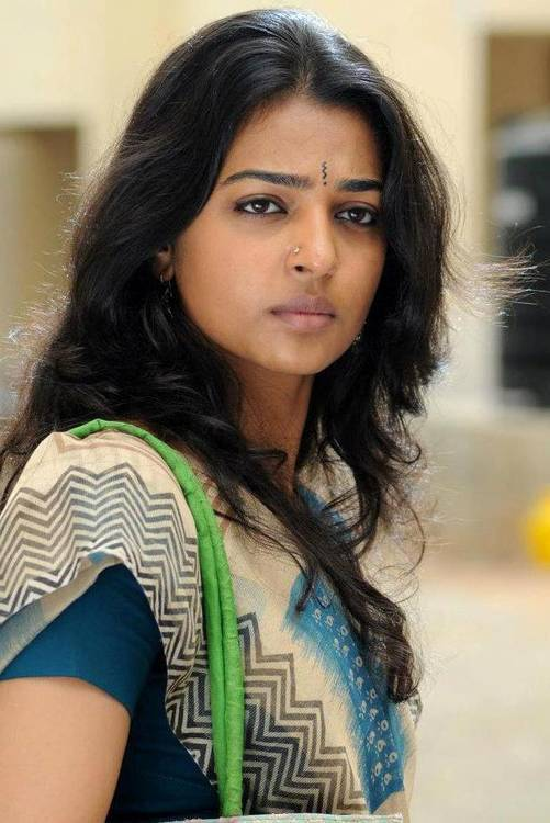 Radhika Apte Without Makeup Pictures Ugly Appearance  03