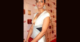 Mugdha Godse Wardrobe Malfunction Pictures Dress Slip Photos