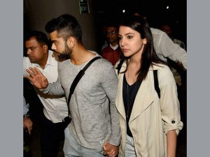 Anushka Sharma Family Pictures Brother, Mother, Father 01