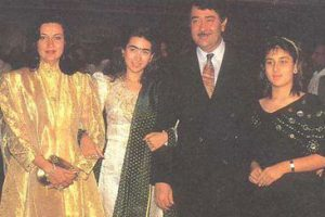 Karishma Kapoor Family Pics Kids Daughter, Son Pictures 05