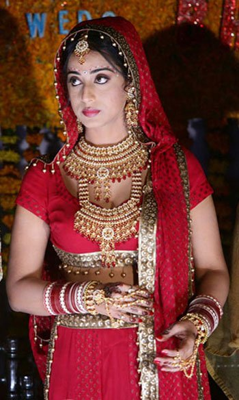 Mahi Gill Family Background Mother Brother Sister Father Photos 01