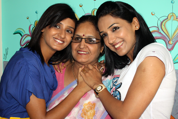 Shakti Mohan Mother and Sisiter
