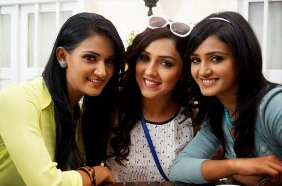 Shakti Mohan pictures with Sisters