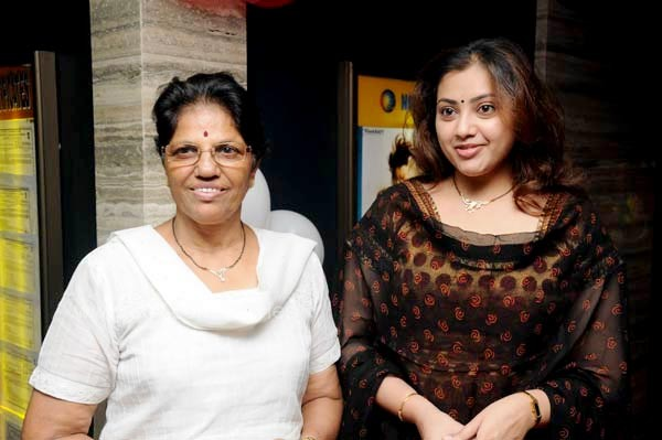 meena actress mother