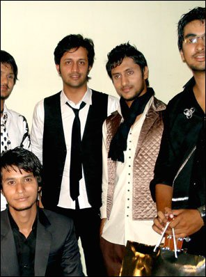 Atif Aslam Brother Pictures