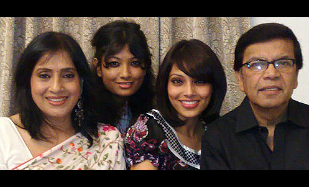 Bipasha Basu Family Photos, Husband, Father, Mother, Sister, Age, Bio