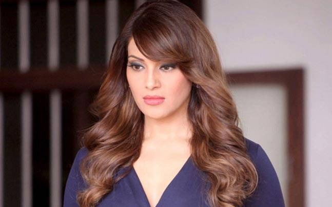 Bipasha Basu Family Photos, Husband, Father, Mother, Sister, Age, Height, Bio