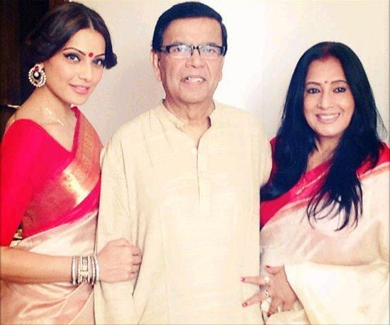 Bipasha Basu Family Photos, Husband, Father, Mother, Sister, , Bio