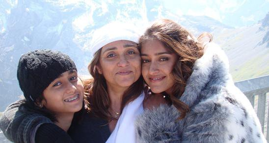 Ileana d'cruz with mother and Sister
