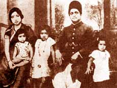 Lata Mangeshkar and her family pictures
