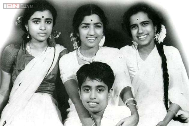 Lata Mangeshkar Current Pictures with Sisiter