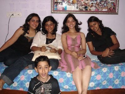 Tamanna Bhatia Childhood pictures with Friends