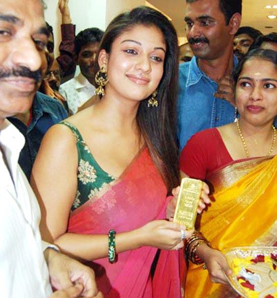 nayanthara With Mother omana kurian