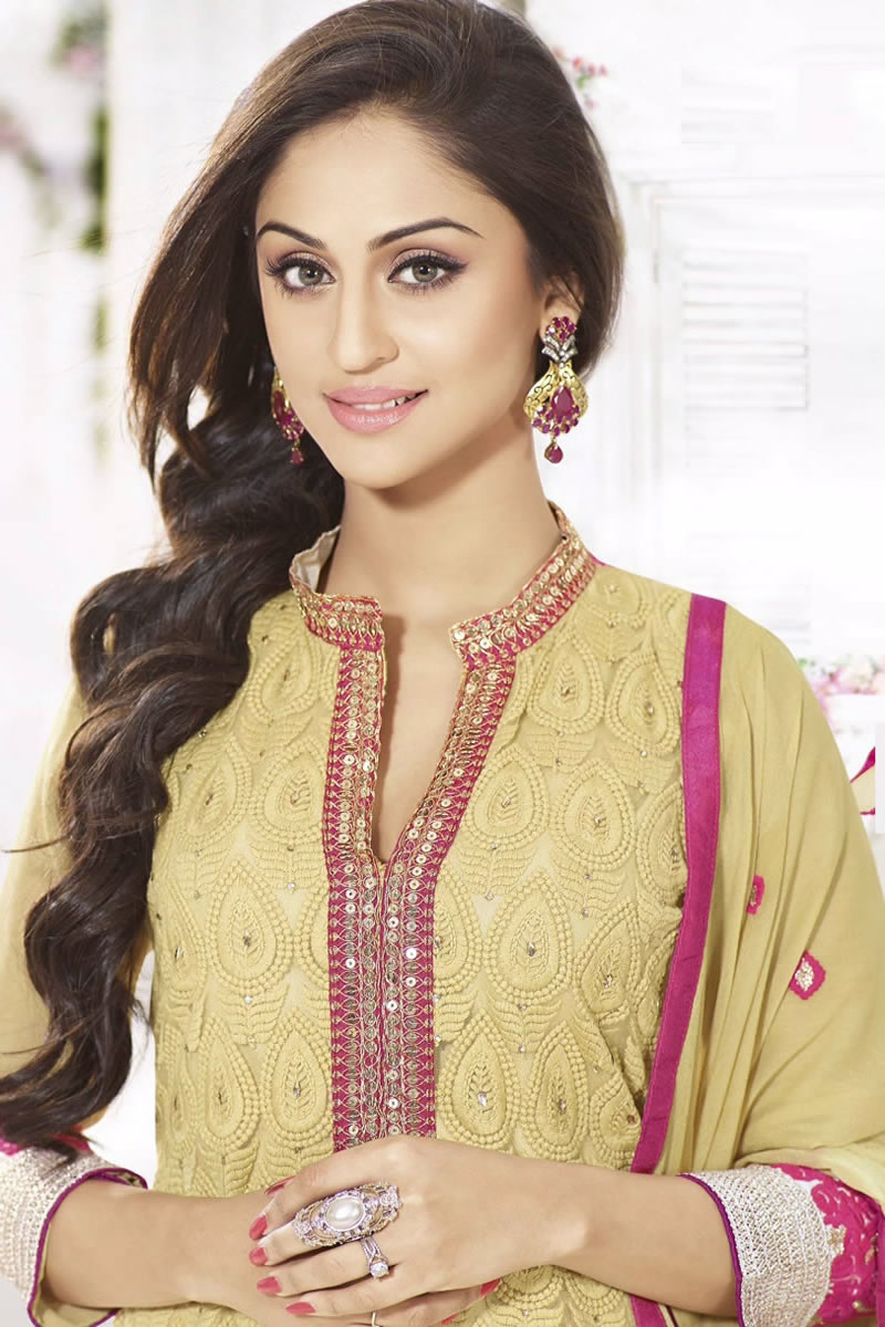 Krystle Dsouza Family Background Fan Page Pictures Upcoming Shows