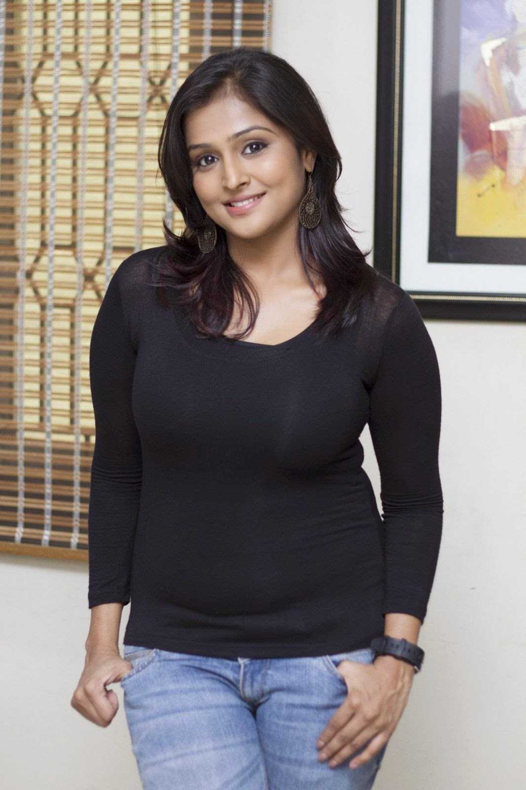 Ramya Nambeesan Biography, Family, Upcoming Movies 2016