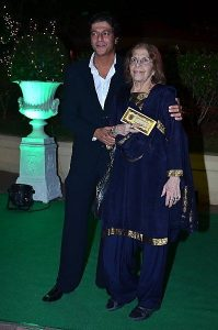 Chunky Pandey Mother, Father Name, Family Photos