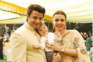 Rahul Bhat Son and Wife Photo