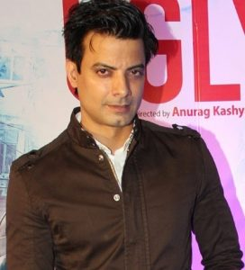 Rahul Bhat Wife, Son, Father, Mother Name, Family Pictures