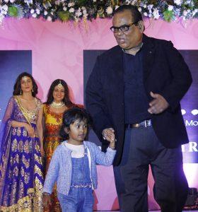 Satish Kaushik Daughter Name, Family Photos