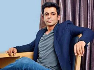 Sunil Grover Family Photos, Wife, Father, Mother Name