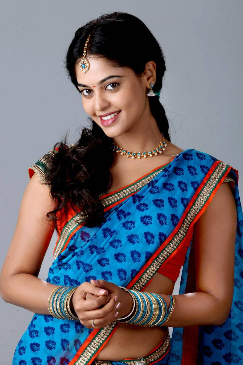 Actress Bindu Madhavi Family Photos, Biography, height, Age
