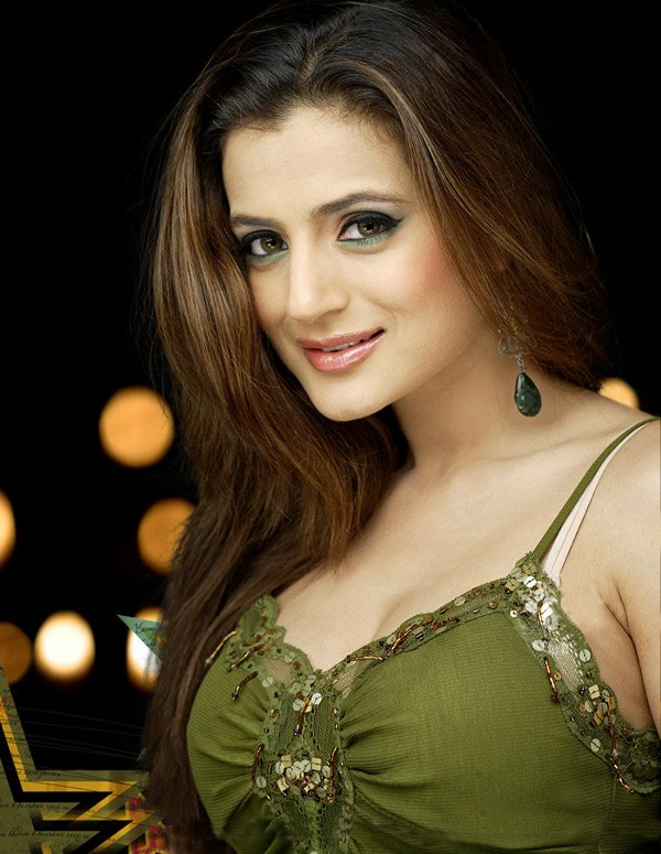 Amisha Patel Family Photos Father Mother Age Biography