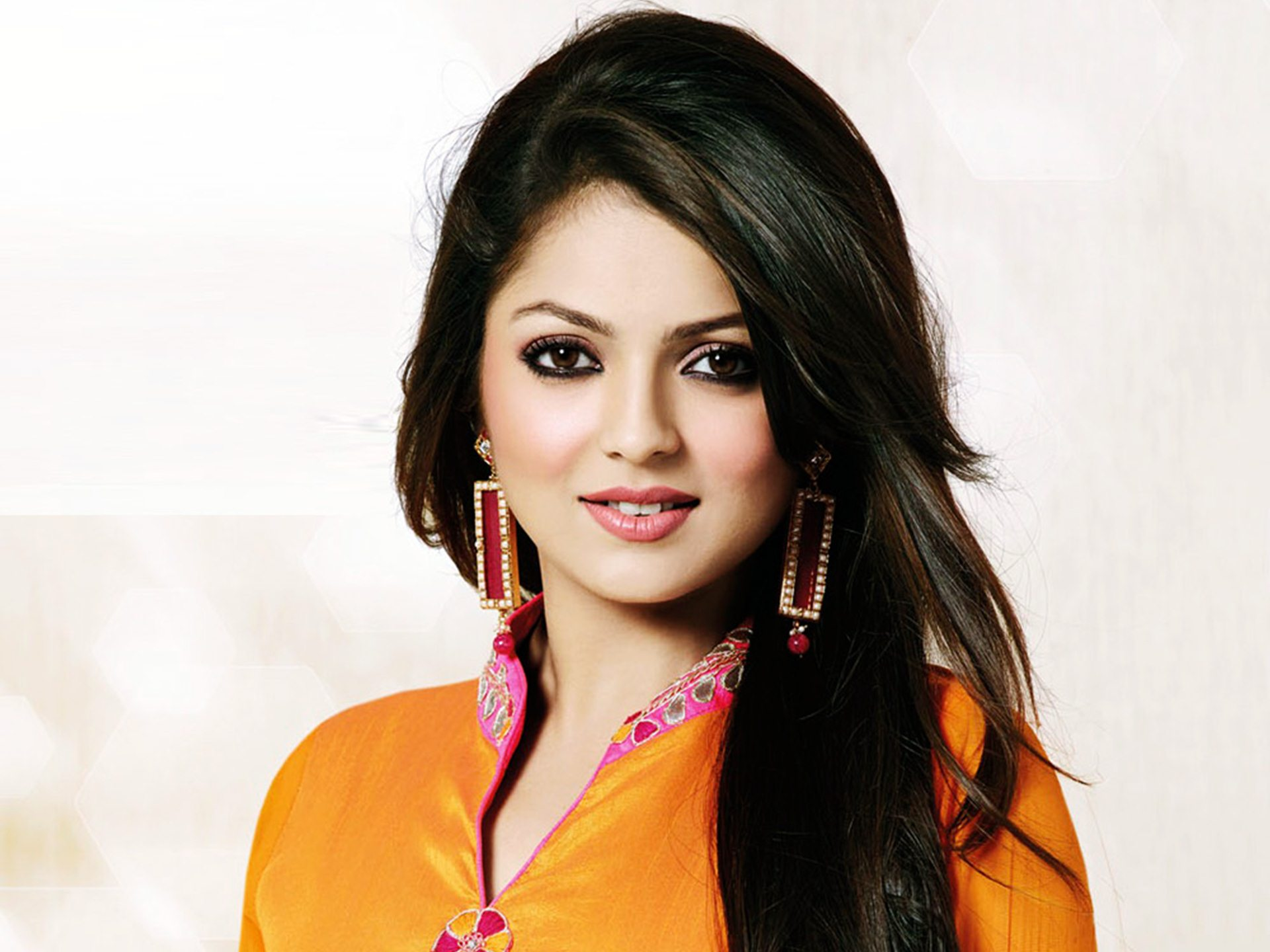 Drashti Dhami Family Photos, Husband, Age, Biography