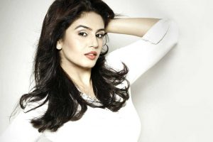 Huma Qureshi Family Photo, Husband, Brother, Age, Height