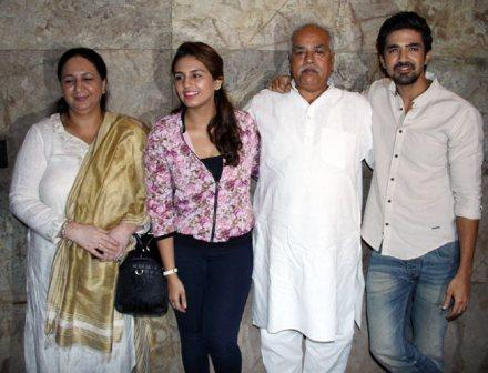 huma-qureshi-with-family