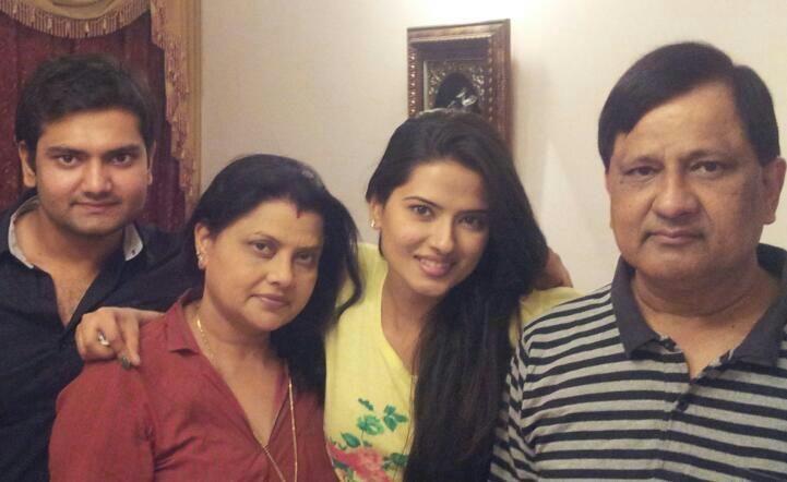 Kratika Sengar Family Photos, Husband, Father Age, Biography