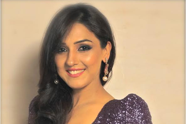Neeti Mohan Family Photos, Husband, Sister, Age, Date of Birth