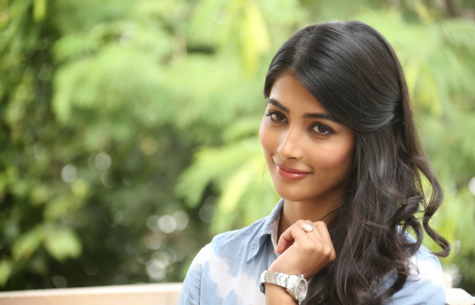 Pooja Hegde Family Pics Father Age Height Biography