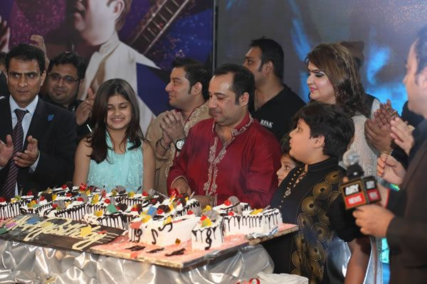 Rahat Fateh Ali Khan Family Wife, Son, Age, Biography