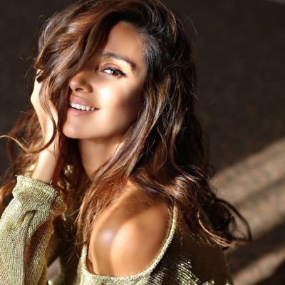 Shibani Dandekar Biography, Family, Parents, Husband
