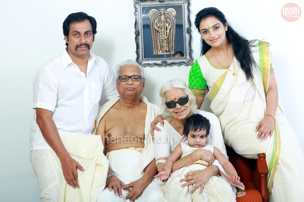 Shwetha Menon Family Photos, Husband, Daughter Biography