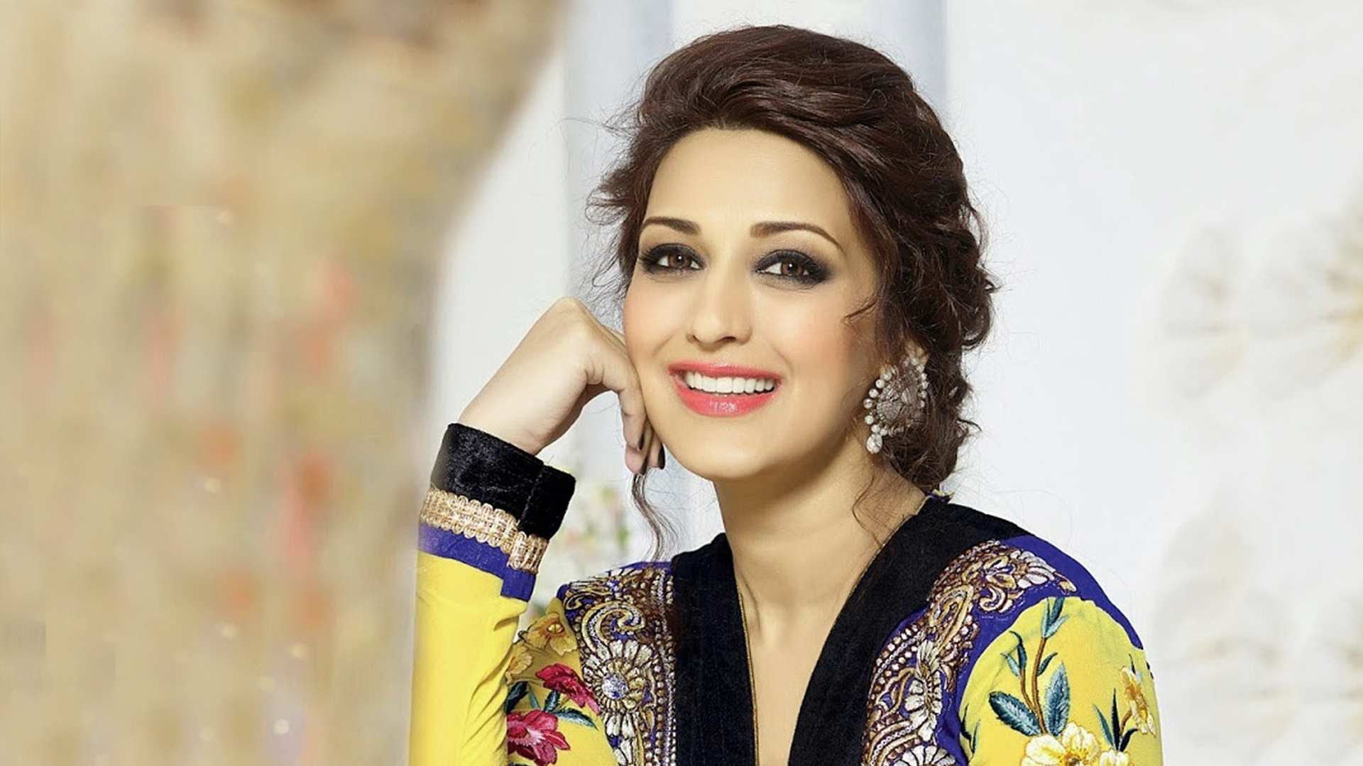 Sonali Bendre Family Pics, Father, Husband, Son, Age, Biography