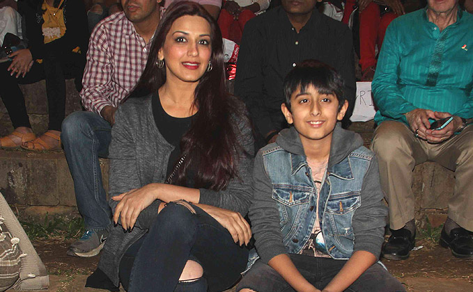 Sonali Bendre Family Pics, Father, Husband, Son, Age ...