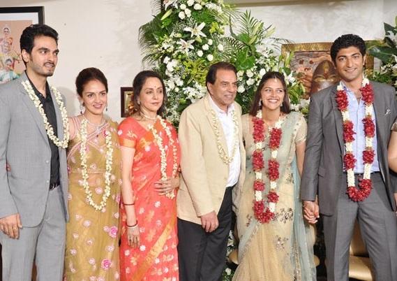 esha-deol-family-pics-husband-father-and-mother-name