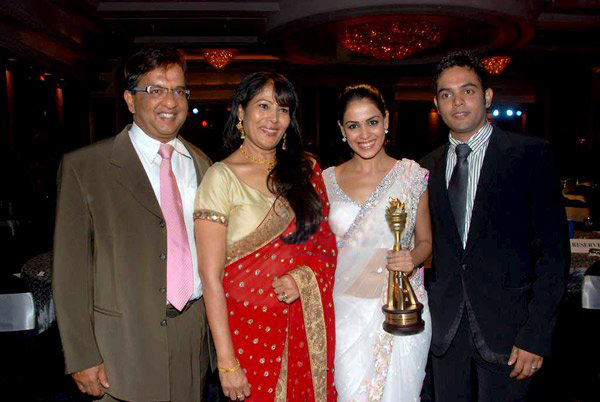 genelia-dsouza-family-pics-father-age-wedding-biography