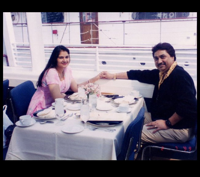 Kumar Sanu Family Photo, Wife, Daughter, Son, Father, Age,