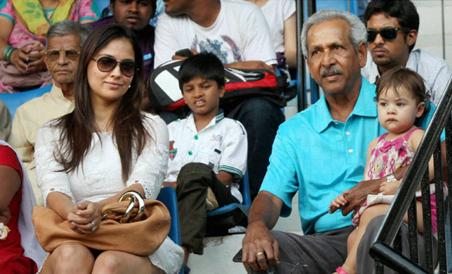 lara-dutta-family-photo-husband-name-age-father-biography