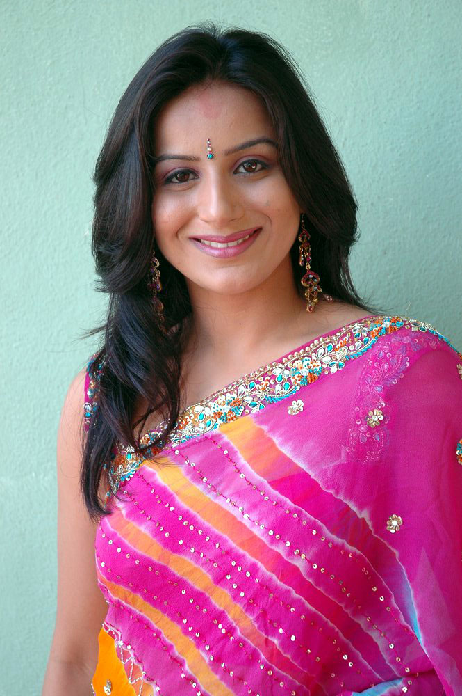 Pooja Deol Family Photos, Husband, Father Name, Biography