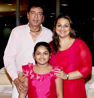 Shilpa Shirodkar Family Photos, Father And Mother, Age, Biography