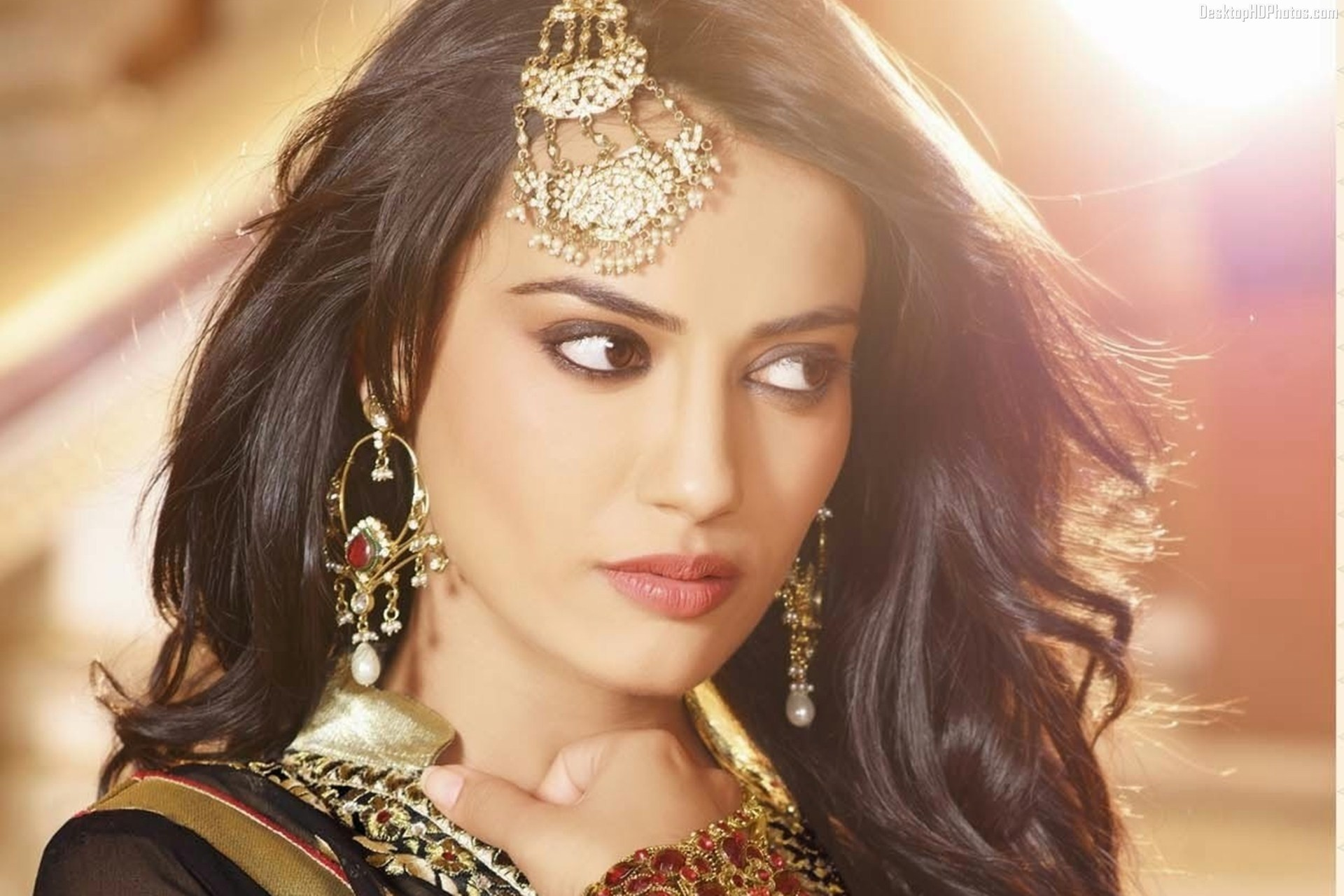 Surbhi Jyoti Family Photo, Father, Husband, Age, Height, Boyfriend, Biography