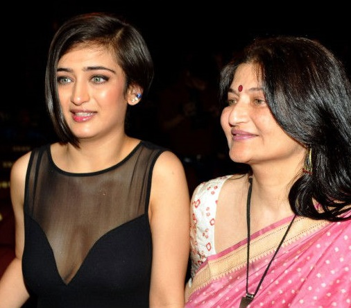 Akshara Haasan Family Photo, Father, Mother, Age, Height