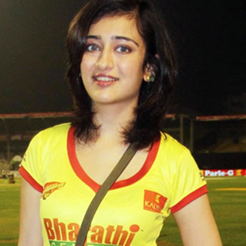 Akshara Haasan Family Photo, Father, Mother, Husband, Age, Height