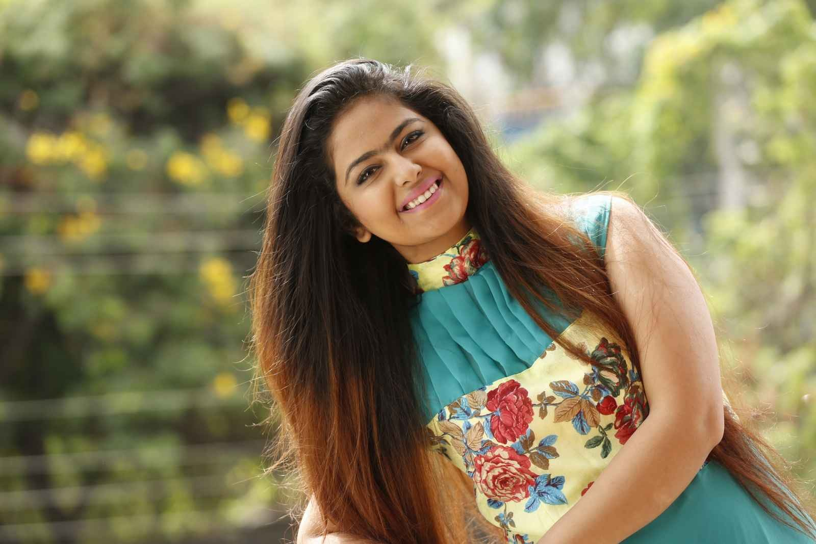 Avika gor family photos father mother husband name age biography