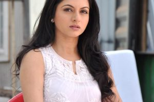 Bhagyashree Family Pictures, Husband, Age, Son