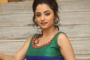 Madirakshi Mundle Family Photos, Husband, Father, Age, Date of Birth, Biography